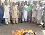 لاہور: مسلم لیگ ن کے کارکن پنجاب اسمبلی میں قائد حزب اختلاف حمزہ شہباز ..