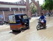 حیدر آباد: کالی موری روڈ پر سیوریج کا پانی جمع ہے جس سے شہریوں کو مشکلات ..