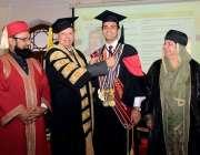لاہور: گورنر پنجاب چوہدری محمدسرور کنگ ایڈورڈ میڈیکل یو نیورسٹی کے ..