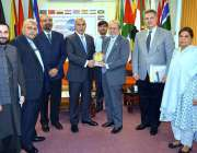 اسلام آباد: پاکستان میں سفیر مملکت اردن کے دورے کے موقع پر ایک گروپ ..