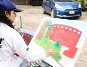 لاہور: ایک طالبہ الحمراء قذافی سٹیڈیم میں مقابلے کے دوران پیٹنگ تیار ..