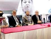لاہور: وزیر صحت پنجاب ڈاکٹر یاسمین راشد مقامی ہوٹل میں کانفرنس کے شرکاء ..