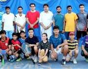 پشاور: صوبائی ٹینس ایسوسی ایشن کے نو منتخب صدر محمد سلیم مروت اور سیکرٹری ..