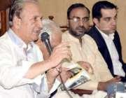 لاہور: پاکستان کے سابق ماین ناز کرکٹر عبدالقادر اپنی کتاب کی رونمائی ..