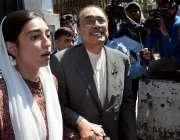 اسلام آباد: پاکستان پیپلز پارٹی کے شریک چیئرمین آصف علی زرداری اپنی ..