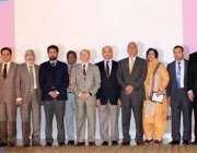 لاہور : پی جی ایم آئی کے سالانہ ساینٹفک سمپوزیم میں شریک پروفیسرم کا ..