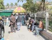 لاہور: پنجاب اسمبلی میں اراکین اسمبلی سے ملاقات کے لیے آنے والے سائلین ..