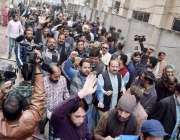 لاہور: تحریک انصاف کے مرکزی رہنما عبدالعلیم خان کی پیشی کے موقع پر اظہار ..