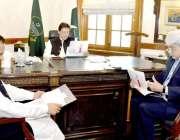 لاہور: وزیر اعظم عمران خان کو وزیر اعلیٰ کے مشیر ڈاکٹر سلمان شاہ صوبے ..