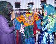 حیدرآباد: قاسم آباد بزنس فورم ہال میں سندھی ثقافت سے متعلقہ ہاتھ سے ..