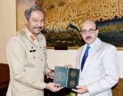 اسلام آباد: صدرآزادکشمیر سردار مسعود خان کو لیفٹیننٹ جنرل عامر ریاض، ..