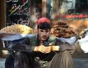 اسلام آباد: فیڈرل کیپیٹل میں خشک میوہ فروخت کرنے والے صارفین کا انتظار ..