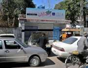 راولپنڈی: گوالمنڈی روڈ پر لاکھوں روپے سے بنائے گئے ٹیوب ویل کے آگے مکینکوں ..