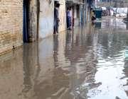 راولپنڈی: موسلا دھار بارش کے بعد ڈوھوک الہیٰ بخش میں بارش کا پانی گھروں ..