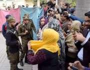 لاہور: مسلم لیگ (ن) کی مرکزی رہنما مریم نواز کی سروسز ہسپتال سے واپسی ..