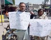لاہور: شاد باغ کے رہائشی میاں بیوی اپنی بچی کی بازیابی کے لیے پریس کلب ..