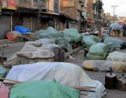 راولپنڈی: نمک منڈی روڈ پر سڑک کنارے دونوں جانب تجاوزات دکھائی دے رہی ..