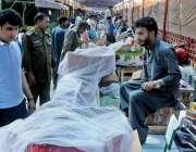 راولپنڈی: چوہڑ چوک رمضان سستے بازار میں کینٹ مجسٹریٹ حافظ محمد عمران ..