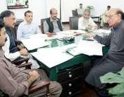 لاہور: صوبائی وزیر قانون و بلدیات راجہ بشارت قائد اعظم لائبریری کے ..