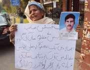 لاہور: گجراتی کی رہائشی خاتون اپنے پیارے کی جعلی پولیس مقابلے میں ہلاکت ..