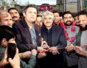 لاہور: وزیر مملکت برائے ریونیو حماد اظہر اور صوبائی وزیر صنعت و تجارت ..