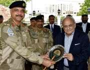 کراچی: وزیر داخلہ اعجاز احمد شاہ کو پاکستان کوسٹ گارڈز کے دورہ کے موقع ..