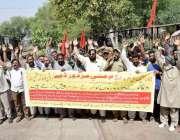 لاہور: ریل مزدور اتحاد کے زیر اہتمام یوم مئی کے حوالے سے نکالی گئی ریلی ..