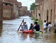 حیدر آباد: علی کالونی کے رہائشی کشتی کے ذریعے محفوظ مقام پر منتقل ہو ..