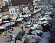 فیصل آباد: جھنگ بازار میں دکانداروں نے گرمی اور دھوپ کی شدت سے بچنے ..