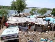 حیدرآباد:حسین آباد میں پانی کی سطح میں اضافے کے بعد دریائے سندھ کے قریب ..