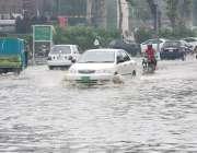 لاہور: صوبائی دارالحکومت میں ہونیوالی بارش کے بعد قذافی اسٹیڈیم کے ..