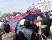 لاہور: ٹی ایل پی کے کارکنان خادم حسین رضوی کی انسداد دہشت گردی کی عدالت ..