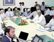 لاہور: ڈائریکٹر جنرل ہیلتھ سروسز پنجاب اپنے دفتر میں نائجیرین وفد کو ..