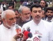 اوکاڑہ: صوبائی وزیر محنت انصر مجید خان اور میجر (ر) محمد غلام سرور صدر ..