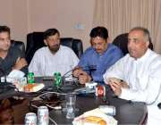 ملتان: پاکستان کسان اتحاد کے صدر خالد محمود کھوکھر پریس کانفرنس سے ..