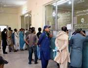 حیدر آباد: عید اپنے پیاریوں کے ساتھ منانے کے لیے ریلوے اسٹیشن پر ٹکٹ ..