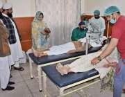 لاہور: نگینہ ہسپتال میں منعقدہ فری آئی کیمپ میں مریضوں کی آنکھوں کا ..