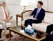 لاہور: مشیر وزیراعلی برائے مالی وترقی امور ڈاکٹر سلمان شاہ چینی سفیر ..