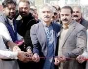 لاہور: صوبائی وزیر حنت و تجارت میاں اسلم اقبال علامہ اقبال ٹاؤن میں ..