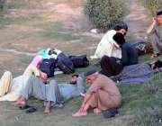راولپنڈی: عید پر اپنے آبائی علاقوں کو جانیوالے مسافر ٹرانسپورٹ کے انتظار ..