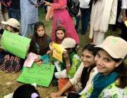 اسلام آباد: وفاقی دارالحکومت میں منعقدہ کلائمیٹ مارچ پاکستان میں بچے ..