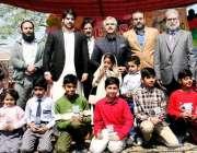لاہور: صوبائی وزیر صنعت و تجارت میاں اسلم اقبال نجی سکول کی تقریب تقسیم ..