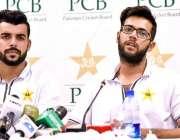 راولپنڈی: قومی کرکٹ ٹیم کے کھلاڑی حماد وسیم اور شاداب خان پریس کانفرنس ..