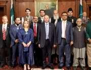 لاہور: گورنر پنجاب چوہدری محمد سرور کا صدارتی ایوارڈز کی تقریب کے بعد ..
