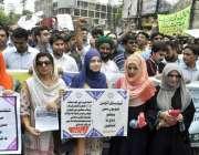 لاہور: سرکاری محکموں کے انجینئرز اپنے مطالبات کے حق میں پریس کلب کے ..