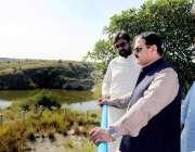 لاہور: وزیراعلی پنجاب سردار عثمان بزدار چکوال میں دھارابی جھیل کا معائنہ ..