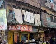لاہور: گوالمنڈی چوک میں تاریخی عمارت کا منظر۔