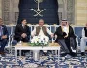 جدہ: وزیر خارجہ مخدوم شاہ محمود قریشی کا جدہ پہنچنے پر سعودی وزارت خارجہ ..