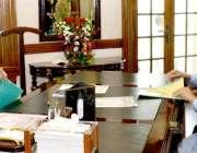 لاہور: وزیر اعظم عمران خان سے ایوان وزیر اعلیٰ میں گورنر پنجاب چوہدری ..