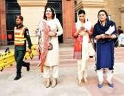 لاہور: پنجاب اسمبلی کے اجلاس میں شرکت کے لیے آئی خواتین اراکین اسمبلی ..